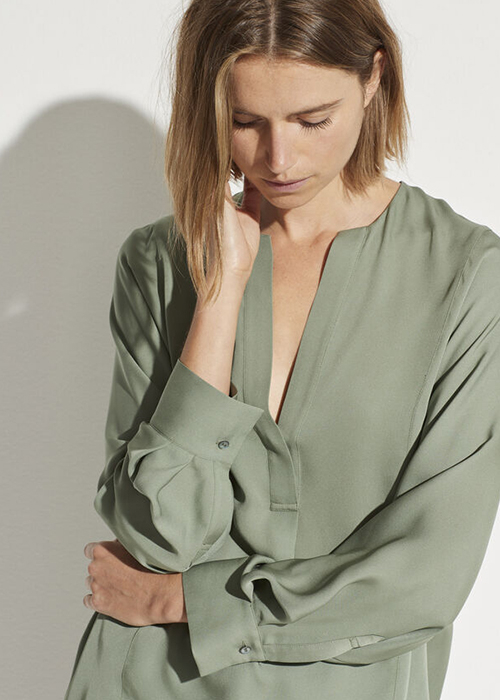 VINCE GREEN SATIN BLOUSE