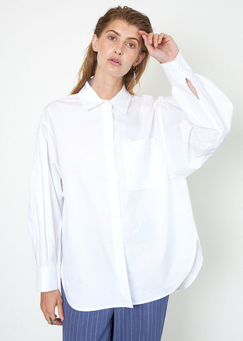 SECOND FEMALE WHITE SHIRT
